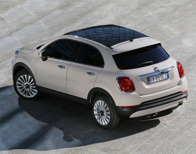 the 7 exclusive journal le nouveau crossover fiat 500x. Black Bedroom Furniture Sets. Home Design Ideas