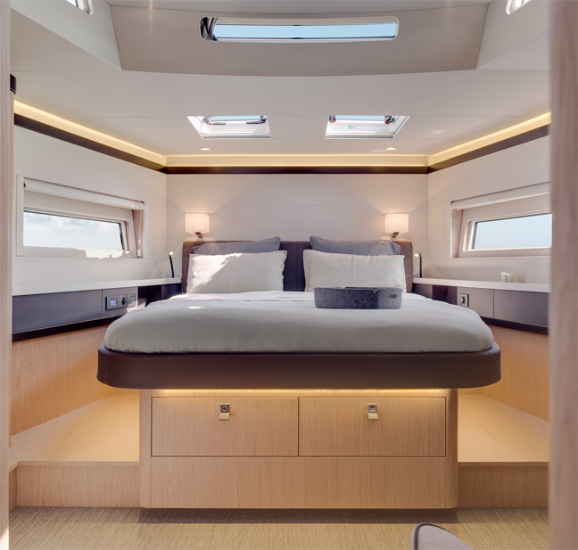 The 7 exclusive journal oceanis yacht 62 le nouveau for Interieur yacht