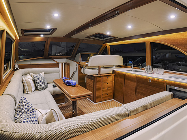 Grand Banks Yachts Eastbay 44