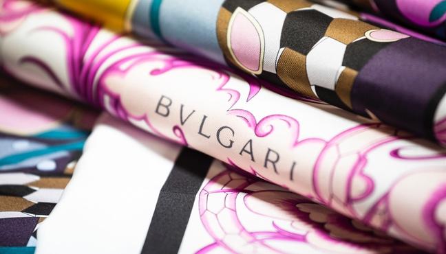 Foulards en soie Bvlgari